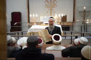 Besuch von Imamen in der Synagoge Hohe Weide Hamburg - Armin Levy Raawi - Jüdisches Magazin